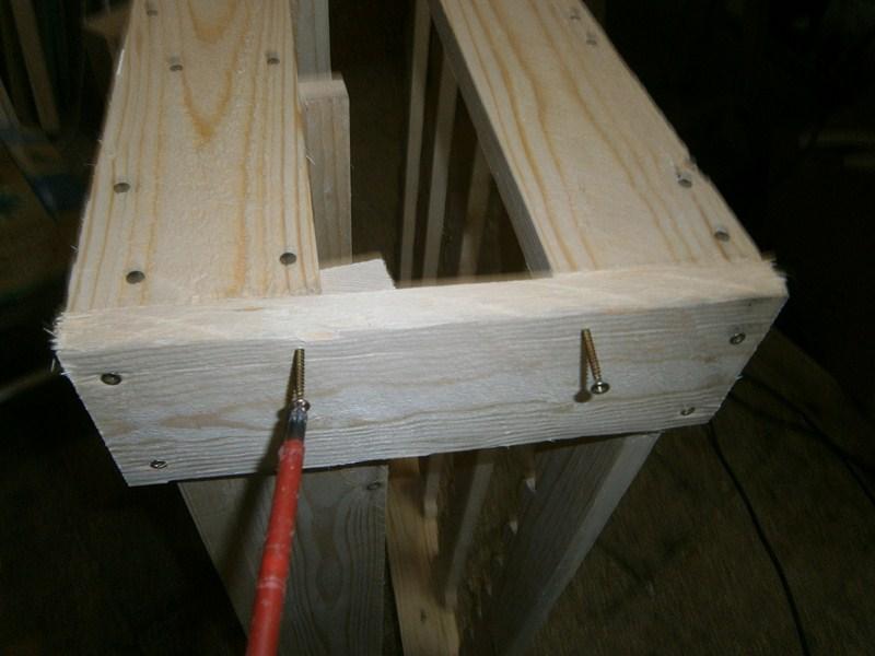[Guida] Costruire un portabottiglie di legno - Unione dei pezzi e rifinitura - howtozone.it