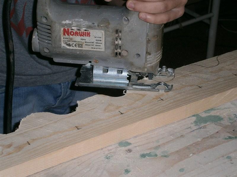 [Guida] Costruire un portabottiglie di legno - Preparare le parti anteriori - howtozone.it